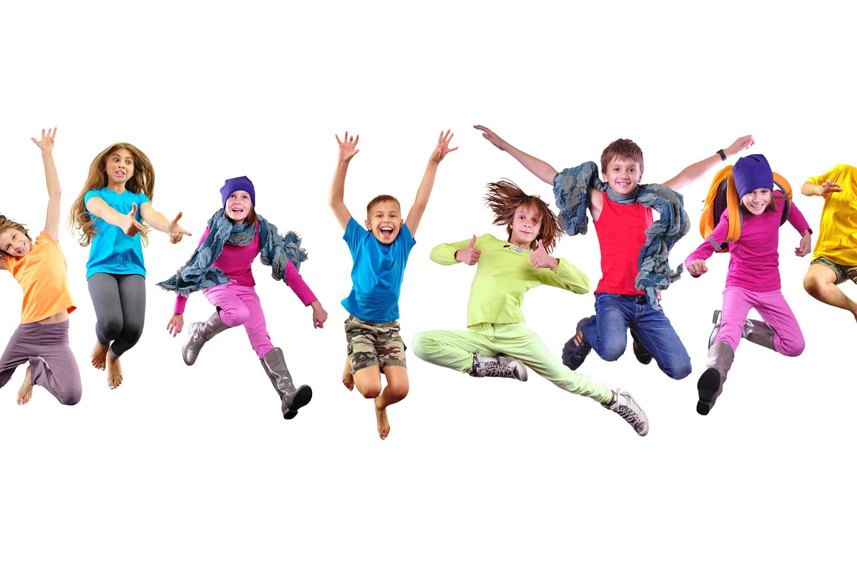 Enfants qui sautent de joie